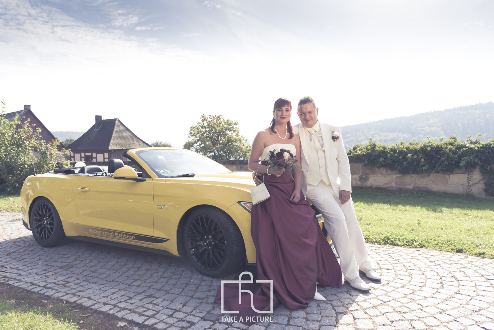 schwäbisch gmünd, lorch, aalen, take a picture, portrait, hochzeit, business, event, fotografie, photography, portraitfotografie, hochzeitfotografie, businessfotografie, eventfotografie, land vehicle, motor vehicle, personal luxury car, convertible, outdoors, people, adult, car, togetherness, romance, horizontal, color image, design, mode of transport, status car, upper class, women, men, love - emotion, bonding, desire, sensuality, dating, flirting, love at first sight, life events, adults only, design professional, incidental people, day